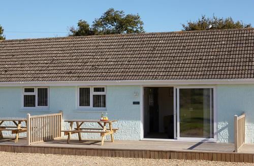 Snaptrip - Last minute cottages - Luxury Seaview Rental S25203 -