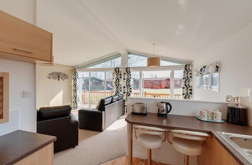 Snaptrip - Last minute cottages - Luxury Rousdon Rental S25612 -