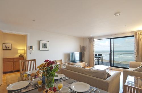 Snaptrip - Last minute cottages - Exquisite Westward Ho! Rental S25771 -