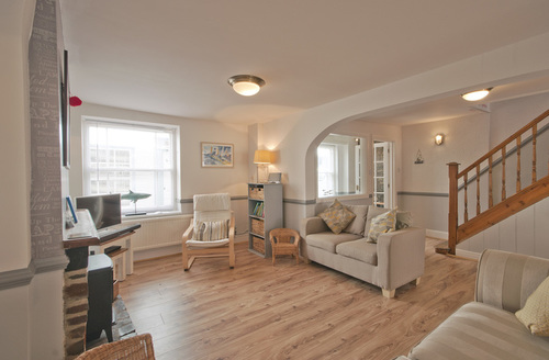 Snaptrip - Last minute cottages - Inviting Appledore Cottage S34753 -