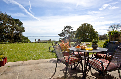 Snaptrip - Last minute cottages - Lovely Torquay Apartment S43626 -