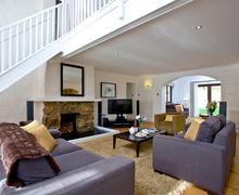 Snaptrip - Last minute cottages - Quaint Burlawn Lodge S44836 -