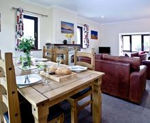 Snaptrip - Last minute cottages - Beautiful Flexbury Apartment S46166 -