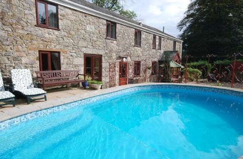 Snaptrip - Last minute cottages - Stunning St Blazey Barn S7870 -