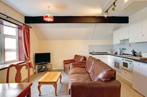 Snaptrip - Last minute cottages - Cosy Laugharne Lodge S57571 - Bronze Lodge<br />