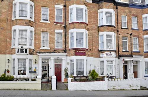 Snaptrip - Last minute cottages - Attractive Scarborough Apartment S45323 -