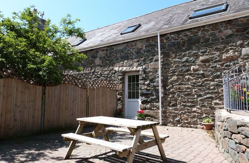 Snaptrip - Last minute cottages - Stunning Bottwnog Apartment S57924 - Llyn Peninsula accommodation - beautiful first floor apartment for 4