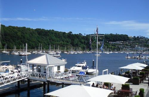 Snaptrip - Last minute cottages - Captivating South Devon Dartmouth Apartment S58209 - A 2 Dart Marina Views from balcony (4)