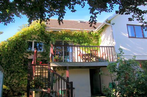 Snaptrip - Last minute cottages - Stunning South Devon Hope Cove Cottage S58276 - LO Rear adj