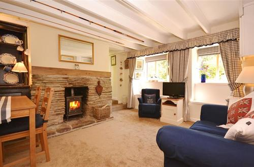 Snaptrip - Last minute cottages - Quaint South Devon Kingston Cottage S58396 - Emily living room2
