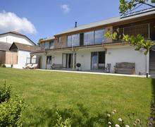 Snaptrip - Last minute cottages - Delightful South Devon Bantham Cottage S58436 - exterior June2014