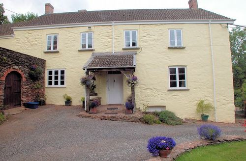 Snaptrip - Last minute cottages - Attractive Taunton House S8102 -