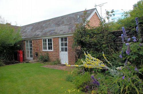 Snaptrip - Last minute cottages - Quaint Taunton Barn S8104 -