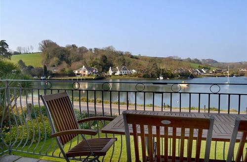 Snaptrip - Last minute cottages - Beautiful South Devon Kingsbridge Apartment S58592 - 11Riverside balcony 2