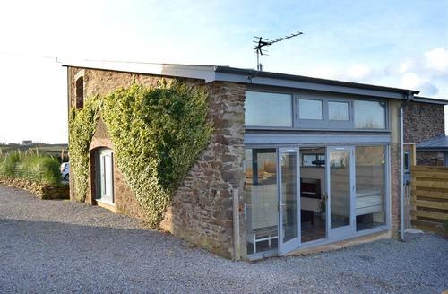 Snaptrip - Last minute cottages - Luxury South Devon Dittisham Cottage S58599 - Den exterior 2