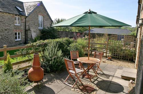 Snaptrip - Last minute cottages - Delightful South Devon Aveton Gifford Cottage S58652 - Rear patio (1)_R