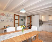 Snaptrip - Last minute cottages - Beautiful South Devon Aveton Gifford Cottage S58759 - dining