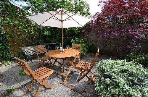 Snaptrip - Last minute cottages - Charming Lymington Cottage S58879 - Rear Garden