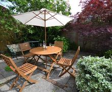 Snaptrip - Last minute cottages - Charming Lymington Cottage S58879 - Rear Garden