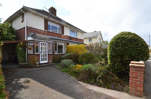 Snaptrip - Last minute cottages - Beautiful Lymington Cottage S58897 - Front Exterior