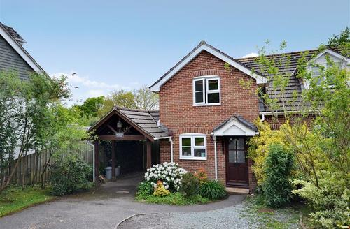 Snaptrip - Last minute cottages - Stunning Sway Cottage S58898 - Nuthatch external_R
