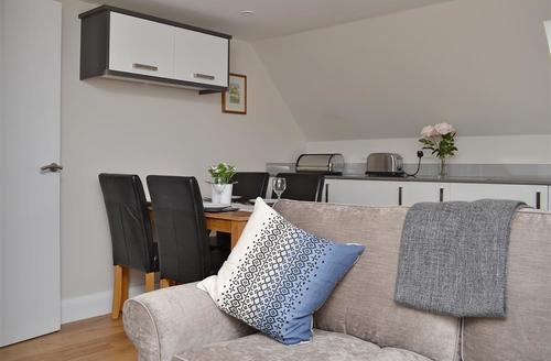 Snaptrip - Last minute cottages - Gorgeous Brockenhurst Apartment S58900 - Albero kitchen 2_R
