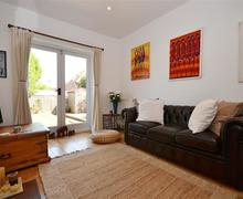 Snaptrip - Last minute cottages - Luxury Lymington Cottage S58911 - Lounge 3