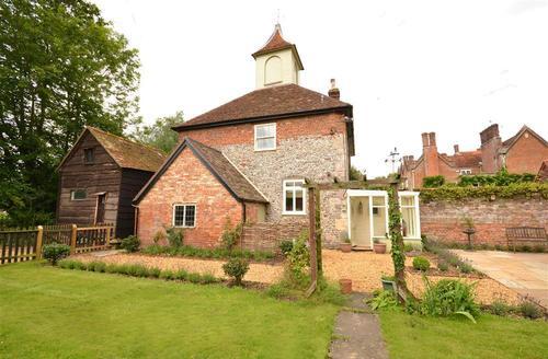Snaptrip - Last minute cottages - Splendid Breamore Cottage S58930 - Front Exterior 1 PS