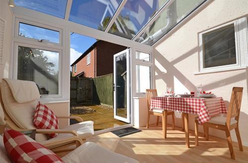 Snaptrip - Last minute cottages - Gorgeous Burley Apartment S58955 - living area