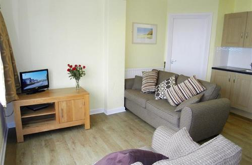 Snaptrip - Last minute cottages - Superb Polzeath Apartment S42802 - Lounge