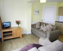 Snaptrip - Last minute cottages - Superb Polzeath Apartment S42802 - Lounge