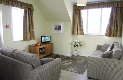 Snaptrip - Last minute cottages - Exquisite Polzeath Apartment S43035 - Lounge