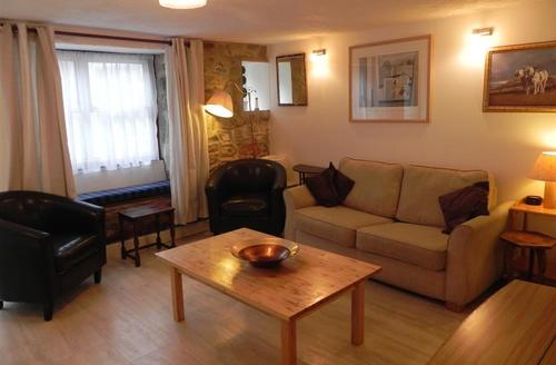 Snaptrip - Last minute cottages - Delightful St Ives Carbis Bay Lelant Apartment S43879 - Cosy lounge in Pet friendly St Ives holiday let