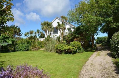 Snaptrip - Last minute cottages - Gorgeous St Ives Carbis Bay Lelant Cottage S43892 - padgy vessa exterior cottage