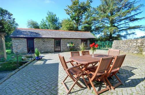 Snaptrip - Last minute cottages - Captivating Camelford Cottage S42850 - Courtyard