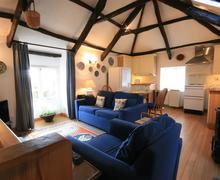 Snaptrip - Last minute cottages - Luxury Blisland Cottage S43901 - Cosy barn conversion with large open plan living