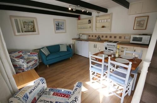 Snaptrip - Last minute cottages - Wonderful St Ives Carbis Bay Lelant Cottage S43904 - Cosy lounge in St Ives pet friendly cottage
