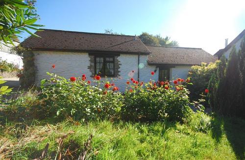 Snaptrip - Last minute cottages - Gorgeous Camelford Cottage S42882 - External - View 2