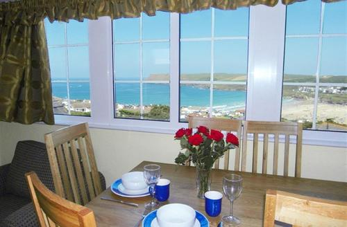 Snaptrip - Last minute cottages - Beautiful Polzeath Apartment S42857 - Dining area