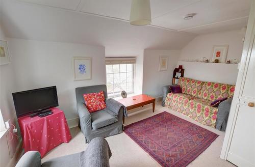 Snaptrip - Last minute cottages - Splendid Looe Cottage S42654 - L00006 - Living Room
