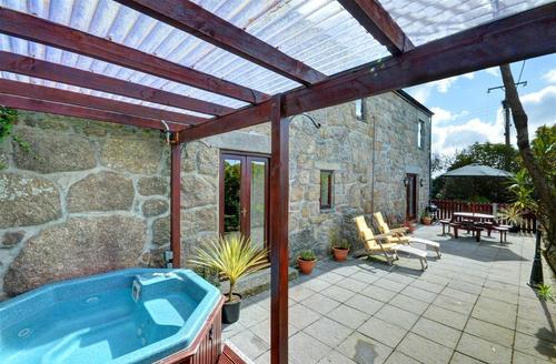 Snaptrip - Last minute cottages - Tasteful Lamorna Cove Cottage S42784 - Hot Tub