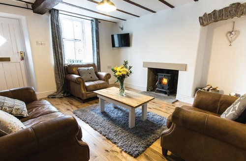 Snaptrip - Last minute cottages - Inviting Tideswell Cottage S59353 -