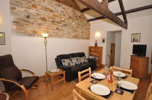 Snaptrip - Last minute cottages - Splendid Liskeard Barn S8302 -