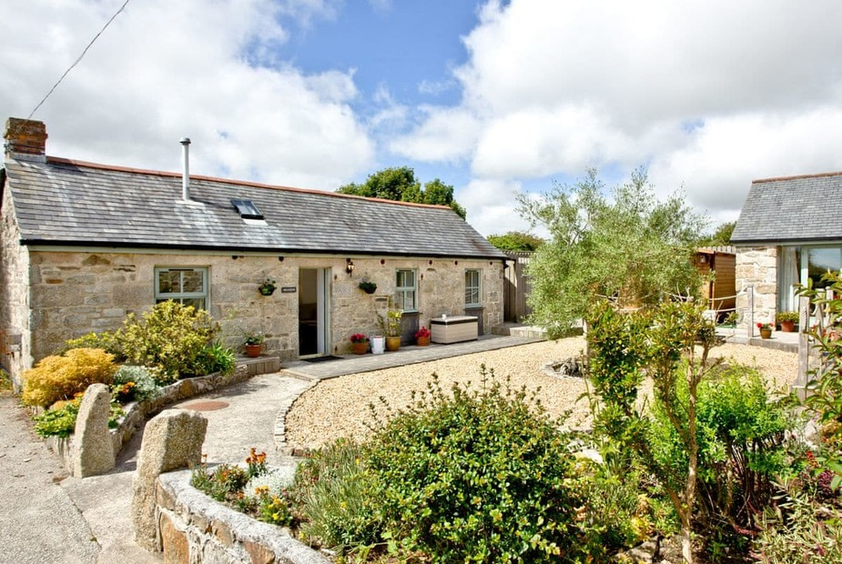 Meadow Barn Lovely holiday property in a courtyard setting | Meadow Barn - Trewellas Barns, Breage, Helston