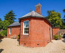 Snaptrip - Last minute cottages - Inviting Exeter Cottage S59646 -