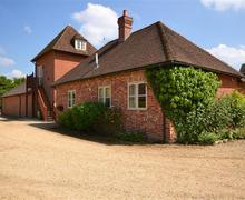 Snaptrip - Last minute cottages - Superb Brockenhurst Apartment S60025 - Mulberry and water tower PS