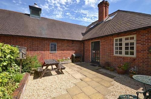 Snaptrip - Last minute cottages - Gorgeous Brockenhurst Cottage S60028 - Coachmans Cottage 1
