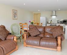 Snaptrip - Last minute cottages - Splendid Battle Lodge S60167 -