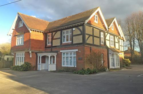 Snaptrip - Last minute cottages - Quaint Lyndhurst Apartment S60346 - IMG_3841_R (1)