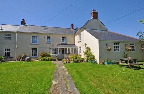 Snaptrip - Last minute cottages - Cosy Helston Cottage S8448 -